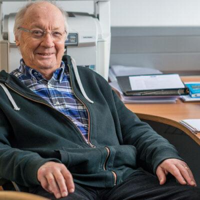 Jochen Kalden in seinem Büro in Erlangen